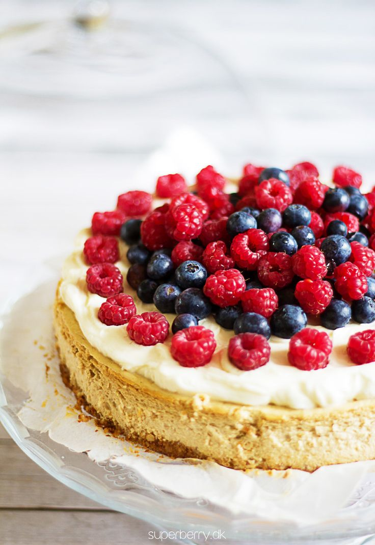Sugar and Grain free Cheesecake. Healthy paleo cheesecake alternative? It is possible! Perfect cheesecake on a delicious almond crust, made with white cheese with addition of bananas and little of bit of honey. Topped with devine mascarpone cream sweetened with natural stewia extract and fresh berries. Must try!