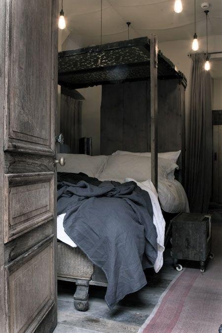 dark grey bedroomThe Doors, Grey Bedrooms, Design Bedroom, Bedrooms Design, Interiors Design, Beds Room, Canopies Beds, Modern House, Bedrooms Decor