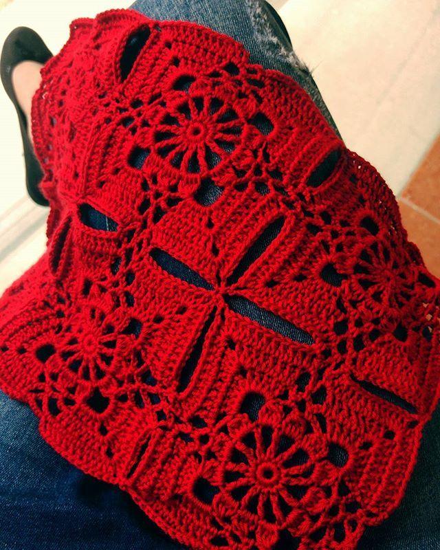 Kırmızı sevenler el kaldırsın! red lovers here! #Crochet #crocheting #crochethandmade #grannysquare #crochetpillows #redlove #craftastherapy #handmadewithlove #crochetart #crochetartist #haken #hækling #hobbytime #örmeyedeğer #kırmızısevenler #beşlirafazlaolsunkırmızıolsun #tığisi #elemeğigöznuru #instaknitters #instacreative #motif #motifs #crochetaddict