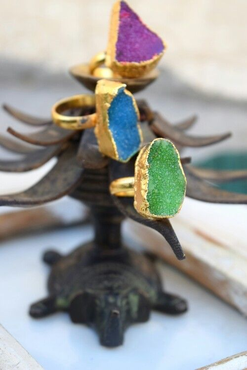 Time to drool over some druzy rings.colorful druzy stones dipped in gold, a hand crafted gorgeous ring. Everyone loves a classic ! putting twist to tradition,we are here to reinvent the look of timeless art by craftsmen,artisans and weavers across the country. To buy our products go to the link below :- https://www.facebook.com/Country-Bird-1616015251983253/timeline/ https://instagram.com/countrybirdscs/