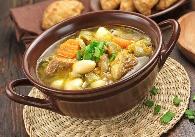 Вкусная еда в глиняных горшочках
