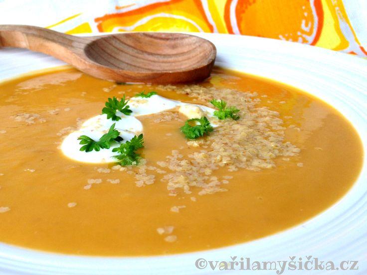 Pro mě jedna z nejlepších krémových polévek je ta z dýně- tentokrát máslové. Opravdu výborná, vyplatí se ji zkusit.