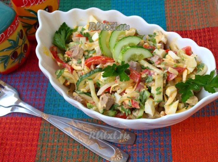 """Предлагаю вам рецепт вкусного, освежающего салата """"Бахор"""" из узбекской кухни. Этот салат готовится из свежих овощей с добавлением мяса, сыра и яиц. Для этого блюда можно использовать мясо птицы,…"""