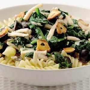 Recept - Pasta met gerookte kip en spinazie - Allerhande