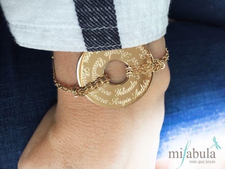"""Nos encantan los detalles, y nos encantan recibir esta fotos tan ideales de nuestras joyas. Un abrazo para la """"Seño Ana"""" que le ha encantado su regalo."""