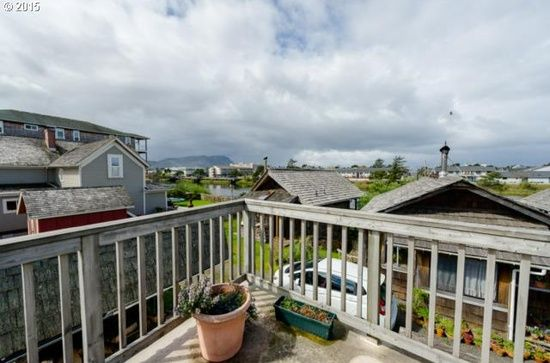607 4th Ave, Seaside, OR 97138