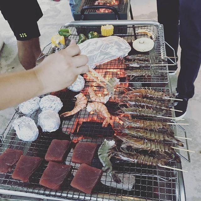 肉ーエビー贅沢な夕食🌃🍴 #沖縄#与那国#BBQ#肉#車海老#マグロ#雨#強風#そんなの関係ない#美味しかった#楽しかった#ありがとう❤
