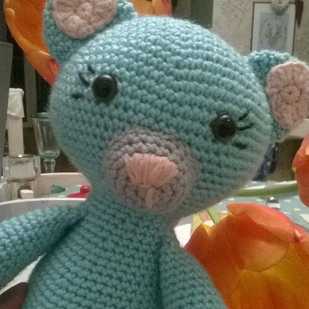 Dla mojego dziecięcia #crochet #crochetadict #szydełko #amigurumi #crochetlove#knitting #gift #kot#mint#cat#pokój dziecka #rękodzieło #handmade #haken #przytulanka #prezent #nursery #baby #girl#iglaiszydelko by monika1794