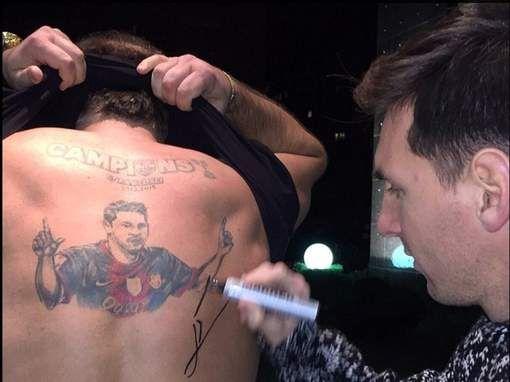 Eén superfan van Lionel Messi zag zijn droom in vervulling gaan. De man in kwestie had een grote tattoo van zijn idool op zijn rug laten tatoeëren en ...