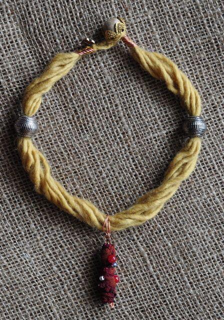 textile jewelery wool  Collana lana gialla