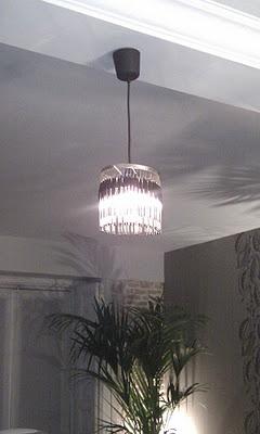 una origianl lampara amb bolis bic