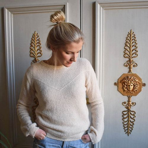 The Soft spot sweater in off white for a casual cool look