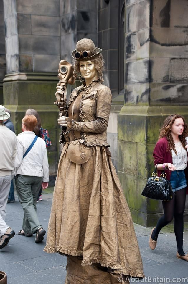Golden Lady Statue on the Royal Mile during the Edinburgh Fringe Festival - she only moved to blow you a kiss if you left her some money!   http://www.aboutbritain.com/articles/edinburgh-festival-fringe.asp