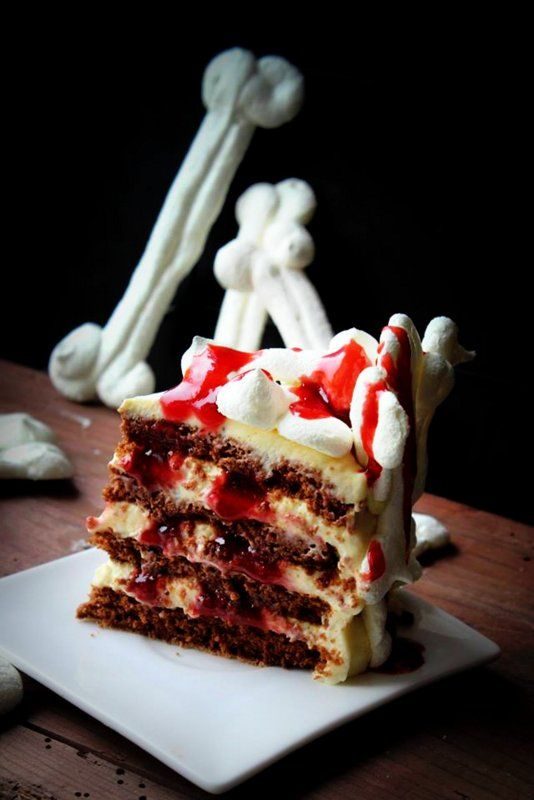 Speciale Halloween: Meringue Bone Chocolate Blood Cake