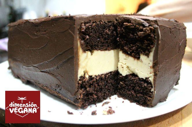 La mejor tarta de chocolate y crema de cacahuete de tu vida #receta #vegana