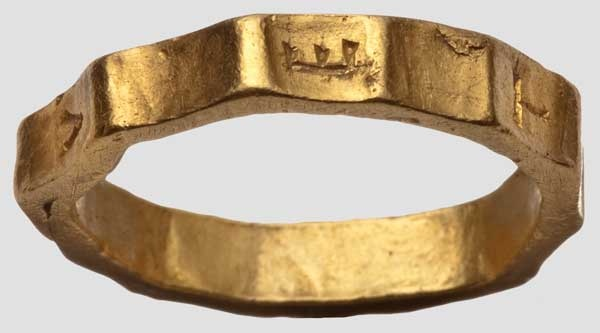 "A Roman Vetius ring,                                      ""1st/2nd century A.D. Of yellow gold. Heavy ring with twelve ridges."