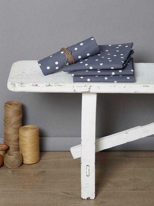 Serviettes de table assorties aux nappes rayées, à pois ou chevrons (coton et coton enduit). N'hésitez pas à dissocier le coloris de la nappe et celui