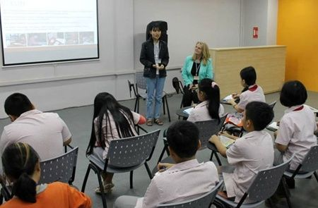 TALK VIETNAM NEWSPAPER Raising awareness: ACCV student Nguyen Thi Hong (centre) and Alison Vidotto (right) speak with school children in Ha Noi about the daily lives of blind people in the community. - Photo courtesy of ACCV http://www.talkvietnam.com/2014/08/aussie-gives-hope-to-the-blind/