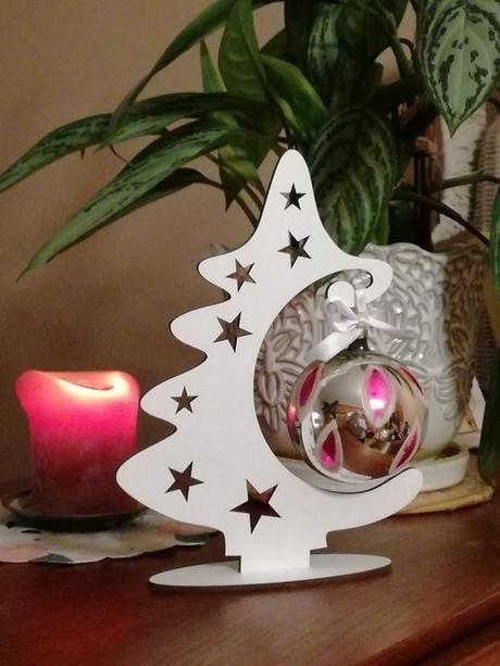 Vianočný stromček s ozdobou