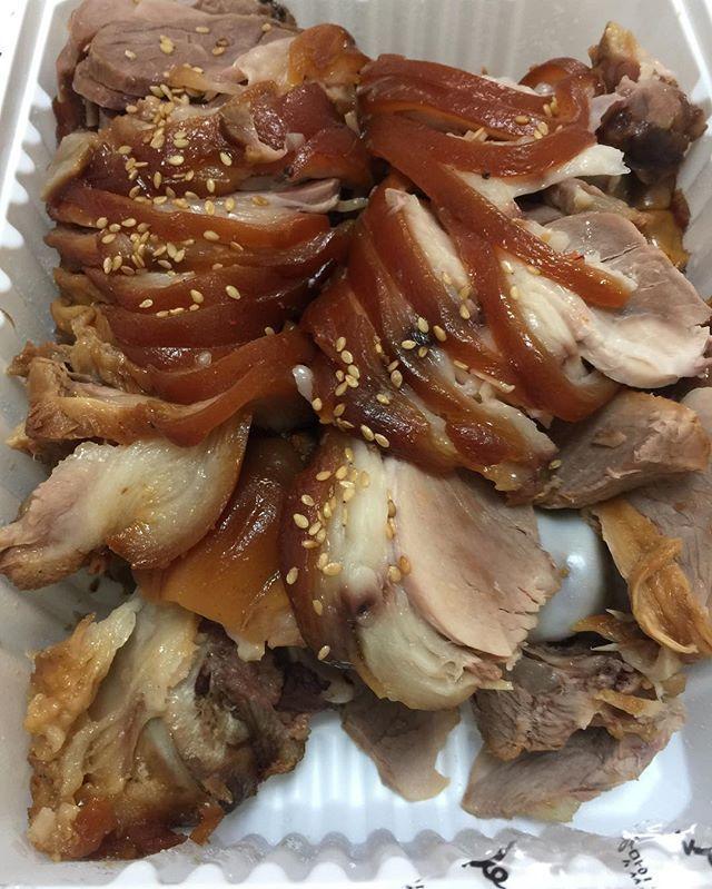WEBSTA @ byunggunk - 豚足も食べれてよかった!やっぱり最高大好き〜韓国旅行時ずっとお腹いっぱいで食べれるか心配してたのに、やっぱり食べれた!また食べたい〜족발이 또먹고싶다.....#旅行 #韓国 #韓国旅行 #韓国料理 #豚足 #食べ物 #豚肉 #肉 #お昼ごはん #ランチ #おいしい #美味しい #美味しかった #うまい #먹방 #먹스타그램 #맛스타그램 #인스타푸드 #족발 #가장맛있는족발 #점심 #food #delicious