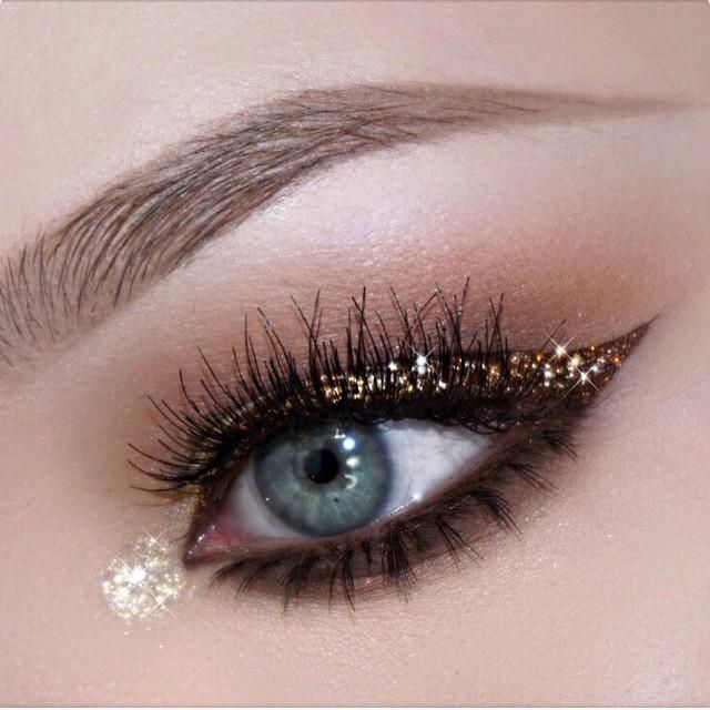 Who's ready for some NYE? This lovely look is from @nikkietutorials and is perfect for that sparkling occasion.