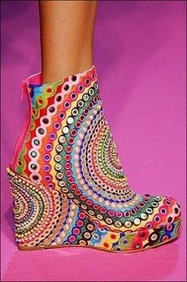 ---colorful kaleidoscope boots. for the inner hippie-chick ! ;)
