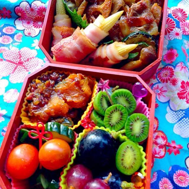 娘に何食べたい?と尋ねるも、答えはたいてい「肉!」(;^_^A  お弁当の評価は肉の量に比例しているみたい。 今日は何て言うのかな?σ(^_^;) - 22件のもぐもぐ - 野菜たっぷり豚丼弁当☆デザートはサルナシと葡萄(⊹^◡^)ノo.♡゚。* by Blueberry