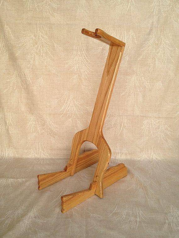 Soporte de guitarra personalizado  madera de roble rojo