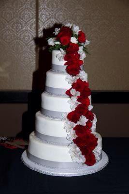 Ceci est mon gâteau de mariage réel, que j'ai moi-même conçu. Chaque couche est différente …   – Cakes