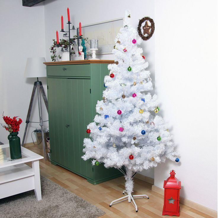 Weiß ist die edle Farbe des Winters. Auch wenn es in vielen Teilen Deutschlands nicht immer weiße Weihnacht gibt, lässt sich hier doch Abhilfe schaffen. Unser künstlicher Weihnachtsbaum in schneeweiß ist etwas ganz Besonderes für Sie. Er zaubert Ihr Zuhause in ein kleines Winterwunderland. Und das ohne zu nadeln, oder seine Zweigpracht über die Zeit zu senken. Neben seinem extravaganten Auftreten, bringt unser Christbaum alle Vorteile eines künstlichen Baumes mit sich.