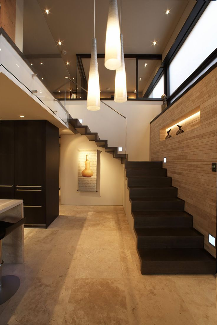 The generous use of natural glass allows light to penetrate easily. The suspended lights that run through the first and second floor create a connection between the levels thereby heightening the sense of space, making it look grander and more impressive.