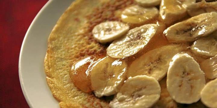 OPPSKRIFT PÅ PANNEKAKER: Jeg liker pannekaker best som dessert. Og her har de fått en solid kombinasjon på toppen...
