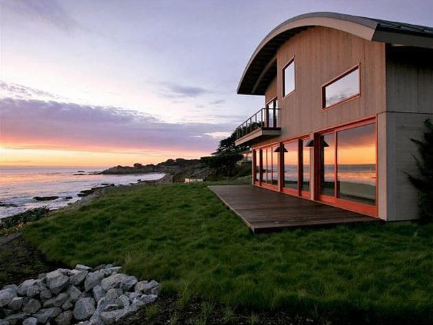 Contemporary Oceanfront Home in California >> http://www.frontdoor.com/coolhouses/waterfront-wednesday-dramatic-oceanfront-contemporary-in-carmel-calif?soc=pinterest