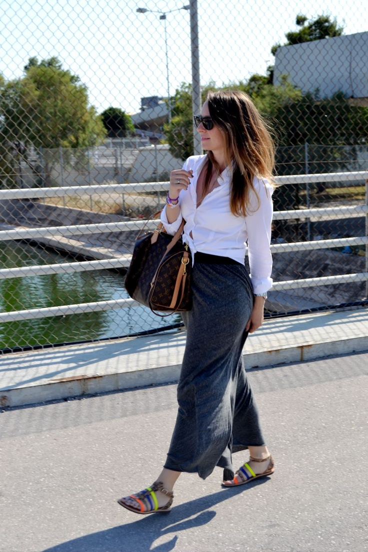 Knotted shirt... long skirt American Vintage & Louis Vuitton, Speedy Bandouliere bag...