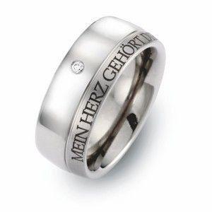 Alianza de boda en titanio decorada con una piedra