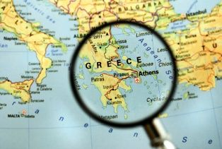 Alpha Bank: Improved Tourism Performance Puts a Brake on Recession in Greece