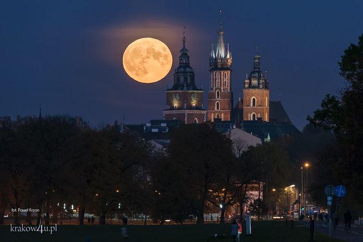 księżyc nad Wawelem