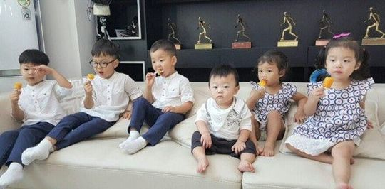 "The Song triplets and Lee Dong Gook's family finally meet! On the upcoming episode of ""Superman Returns,"" Lee Dong Gook's house turns into the kids' fun house as Song Il Gook pays a visit for the first time. Despite this being their first time seeing each other, the tri..."