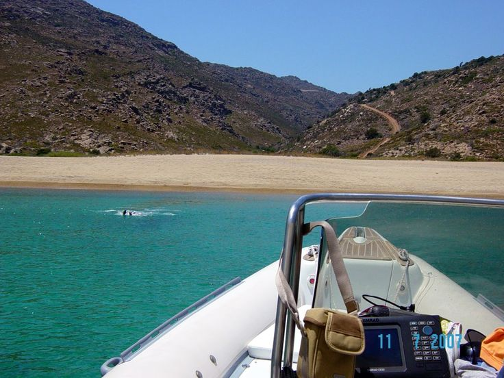 Papas beach - Ios island ('Ορμος Παπά - 'Ιος) Photo from Manganari in Ios | Greece.com