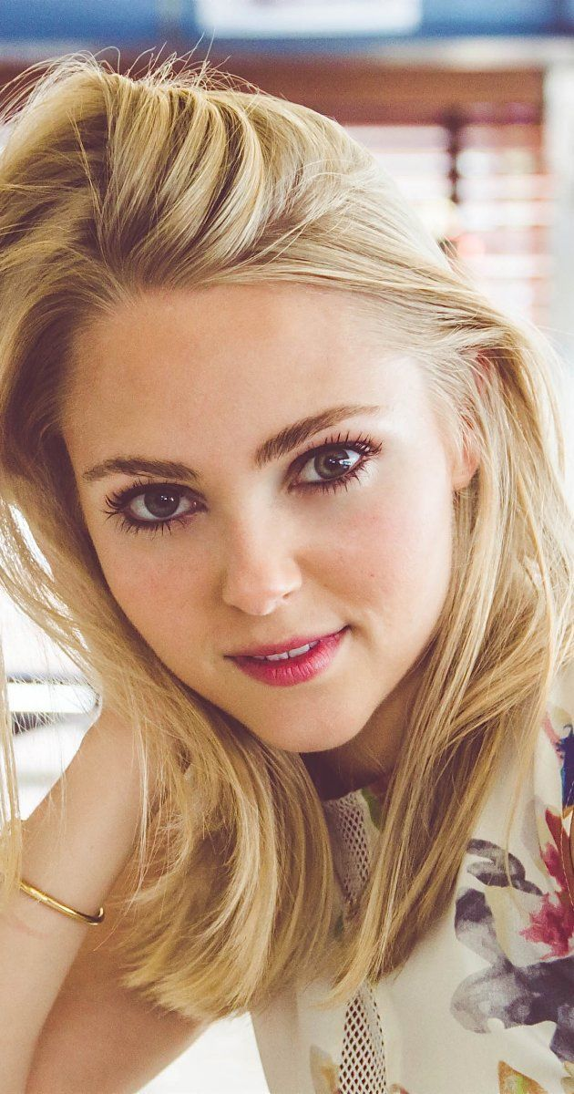 Stare into AnnaSophia's deep, rich eyes and know the definition of true love, lust, and longing. <3<3<3<3<3