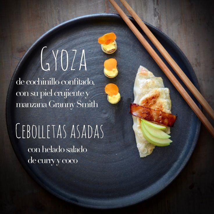 Unas gyozas, o empanadillas japonesas, cocinadas al vapor y marcadas en plancha, que en esta ocasión he preparado con un relleno muy nu...