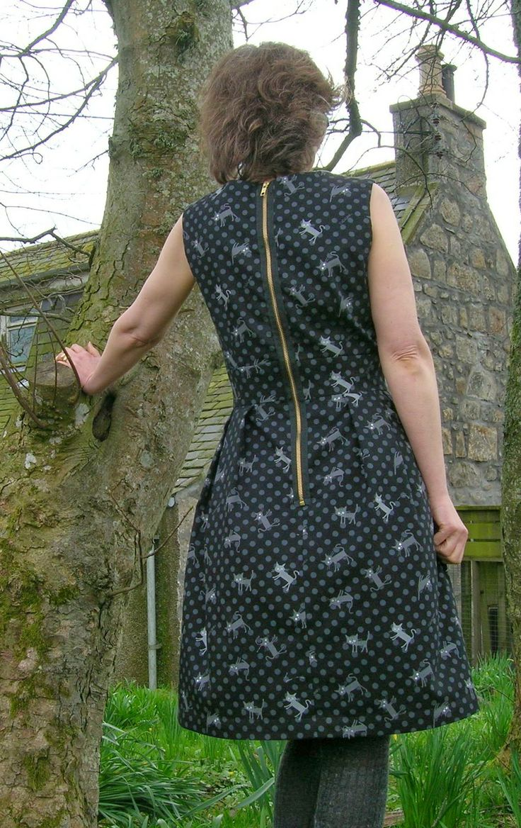 And the back view! http://www.roobeedoo.blogspot.co.uk/2014/04/fo-love-cats-mortmain-dress.html