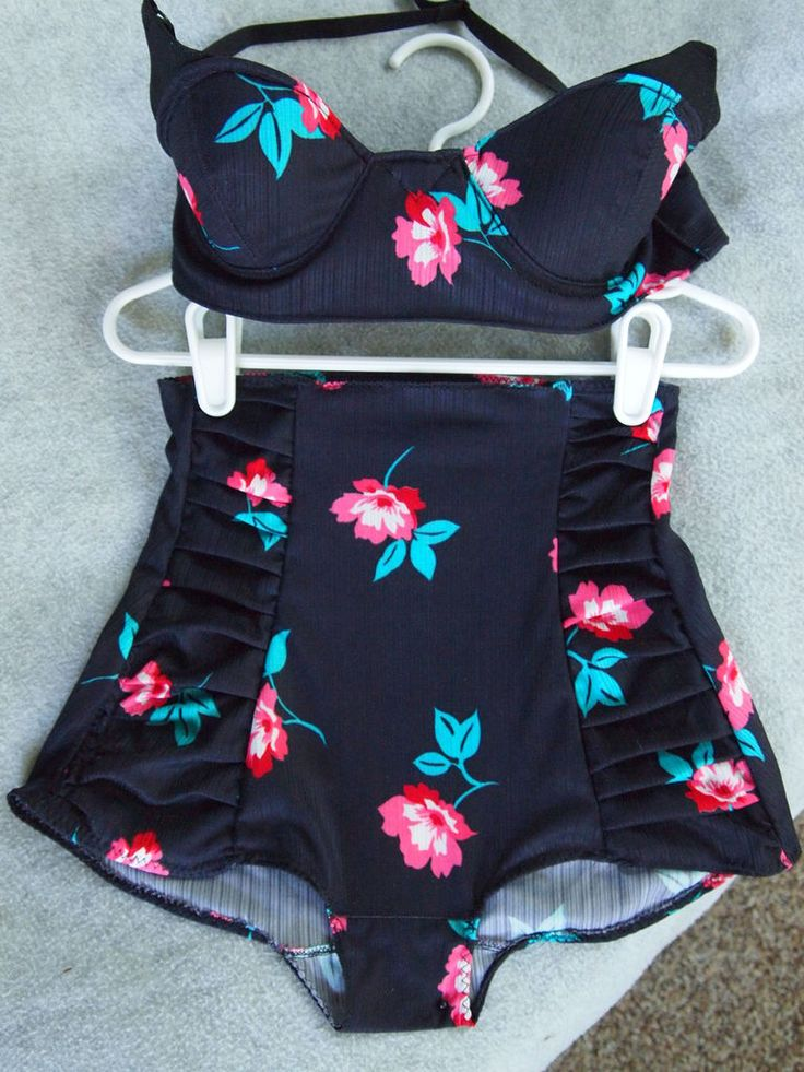 How to make a vintage high-waisted swimsuit. -Totally making myself one of these, I love the look but can never get a good fit on swimsuits.