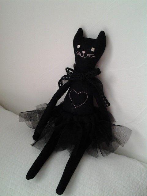 밤마다 찾아오는 검은 천사 길고양이