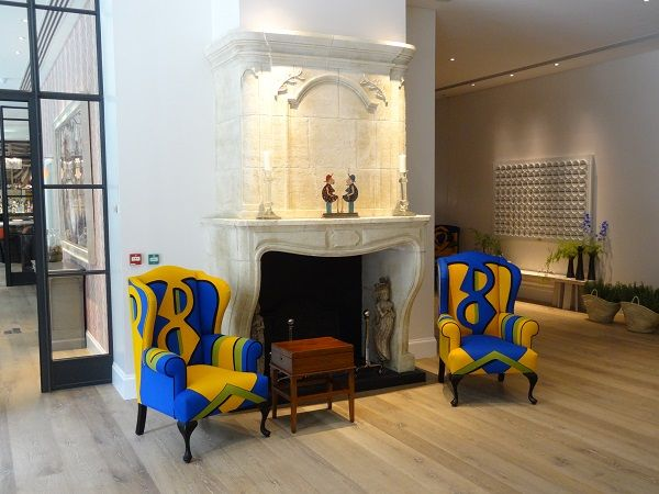 Pairing armchairs - the same, yet different. Kit Kemp flair at Firmdale's London Ham Yard Hotel || HotelChatter