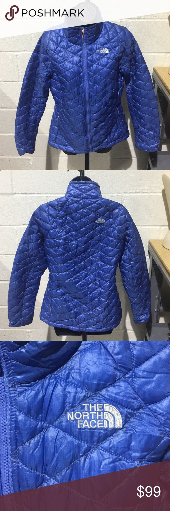 The North Face Women's Thermoball Jacket This form fitting North Face jacket is lightweight and fashionable! Full-zip front with high collar. In perfect condition! North Face Jackets & Coats