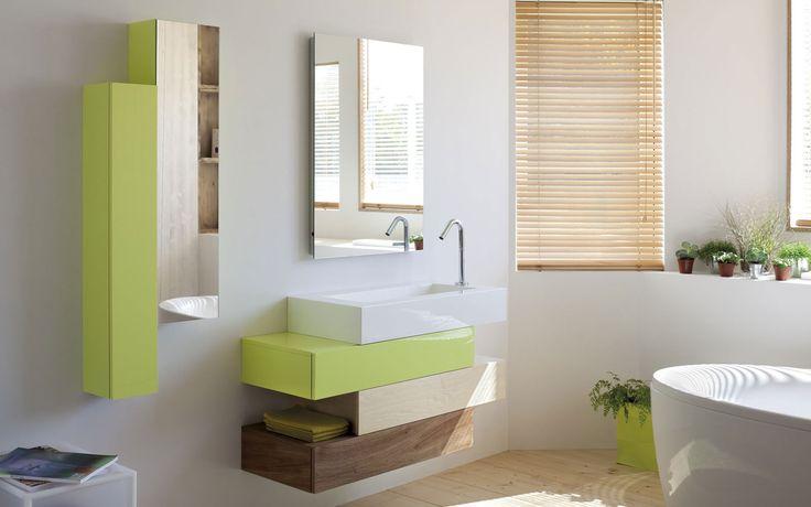 ensemble Pacific de Sanijura avec meubles 3 tiroirs, table en marbre de synthèse, miroir avec rétro-éclairage et colonne laquée
