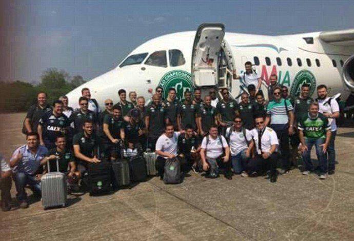 A homenagem às vítimas do acidente aéreo com a delegação da Chapecoense, na última quarta-feira (30), em Medellín, contou com a participação de pessoas que trabalharam ou presenciaram nabusca por sobreviventes.Duas pessoas que acompanharam o atendimento aos feridos relataram os detalhes da fatídic
