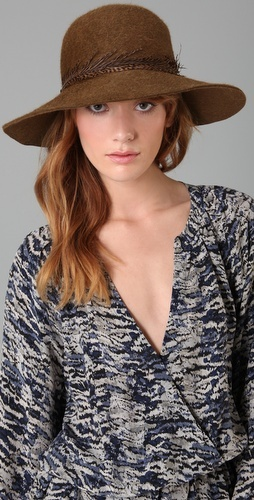 I looove hats. This one is so great for fall.