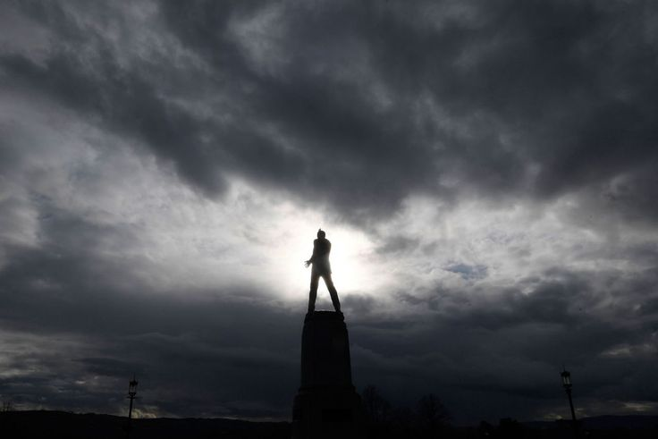 A statue of Lord Edward Carson, an early twentieth century Unionist member of parliament and associated with the founding of the political state of northern Ireland, is seen near the Stormont Parliament building where the Northern Ireland Assembly sits, in Belfast, Northern Ireland, March 1, 2017. (Toby Melville/Reuters)